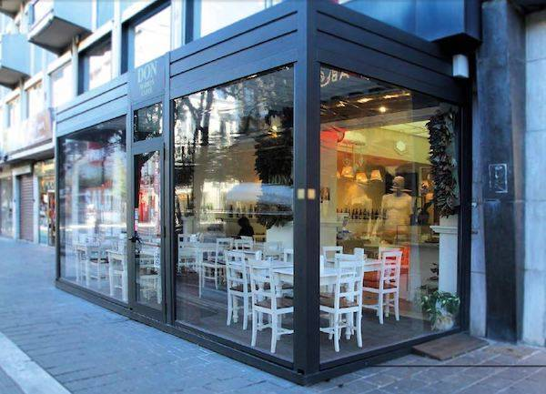 cafeteria con pergola cerramiento terraza